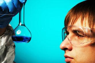 I pericoli chimici e i rischi nelle attività di laboratorio ed analisi